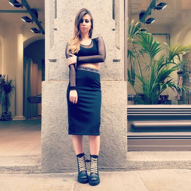 If you prefer minimalist looks go for classic and neat black pencil skirt designs