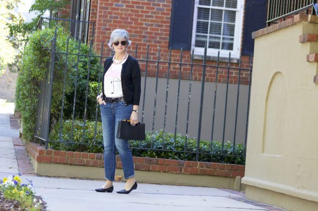 Casual outfits for 50 year old woman with flat shoes