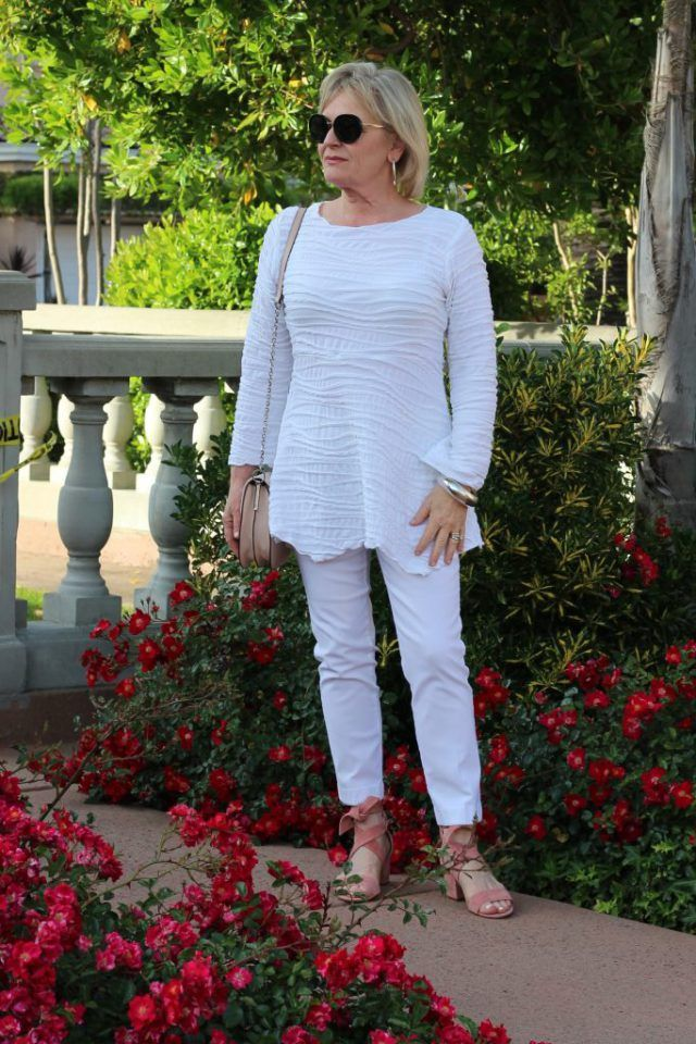 White summer casual outfits for 50 year old woman