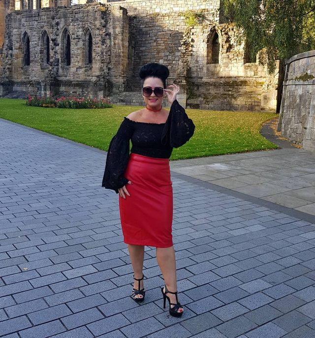 Long pencil skirt red leather skirt outfits