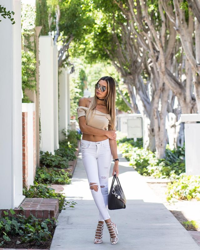 Summer outfit with white jeans