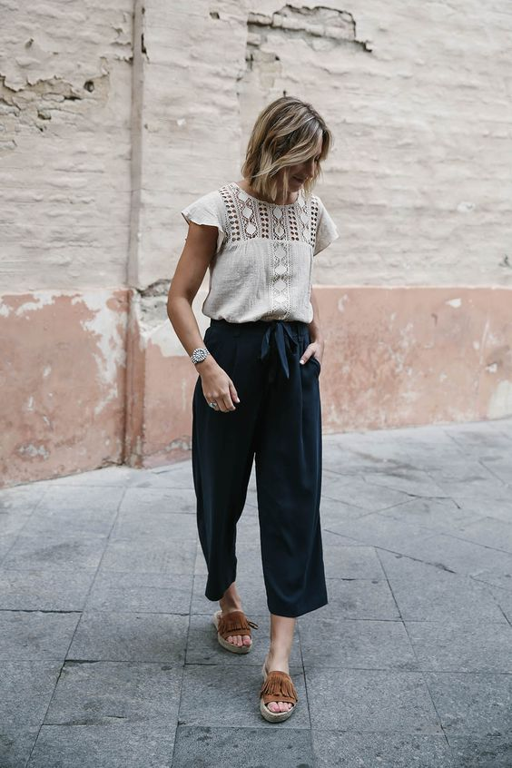 How to wear navy culottes during summer