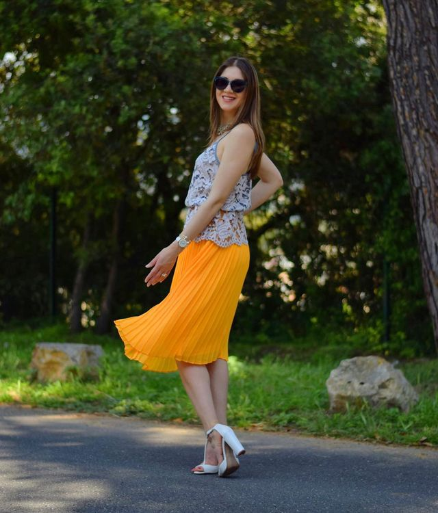 How To Style Summer Skirts | Pretty outfits with pleated skirts