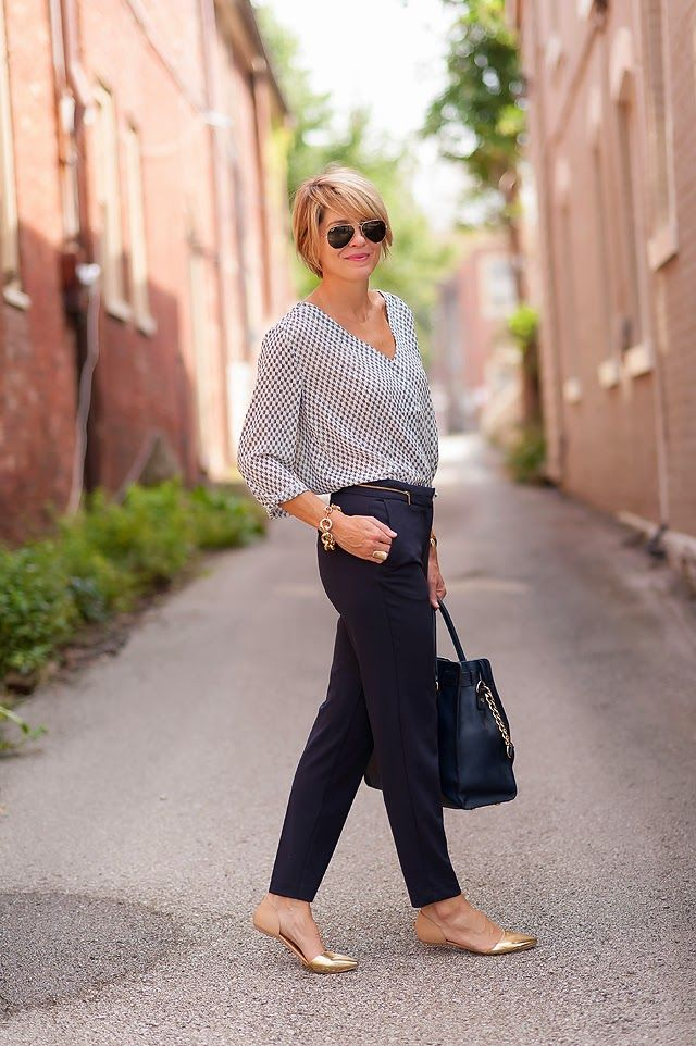 A business casual outfit with pants for women
