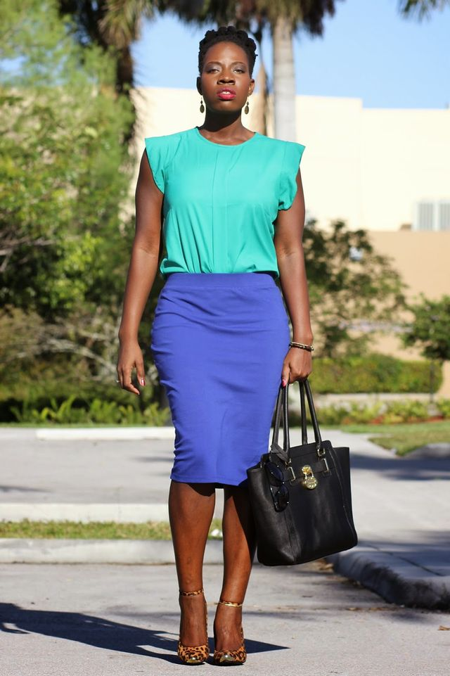 Summer business casual outfit with a top and a pencil skirt