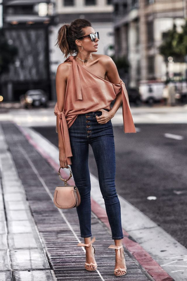 Casual summer outfits with blue jeans, nude blouse and nude heels