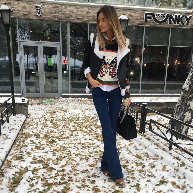 Casual fall outfits for women with flared jeans