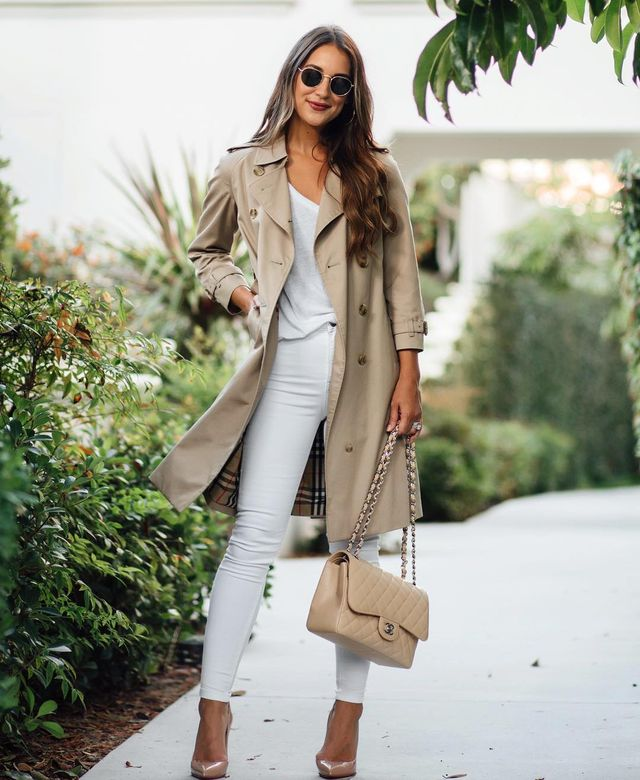 Fall outfits with white skinny jeans, trench and nude stilettos