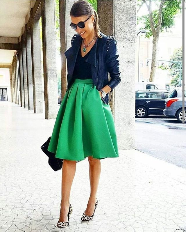 Fall outfits for women with green midi skirt
