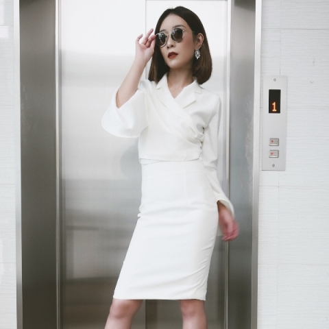 All white pencil skirt outfit