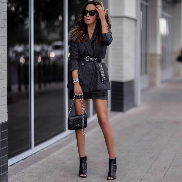 Winter date outfit with short black leather skirt