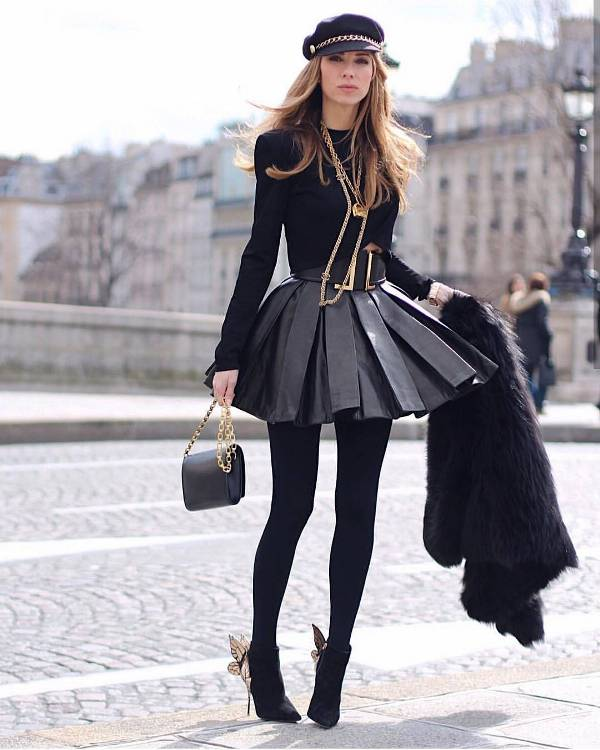 All black outfit matched with gold accessories at the hat, at belt, bag or boots for a winter night out