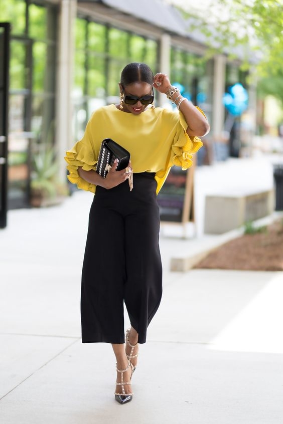 How to wear black culottes in a stylish way