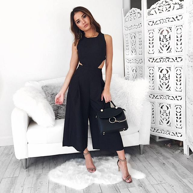 Black wide leg trousers outfit with nude high heels
