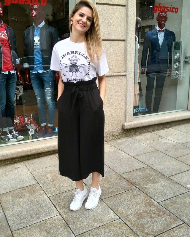 How to wear culottes with sneakers during summer season