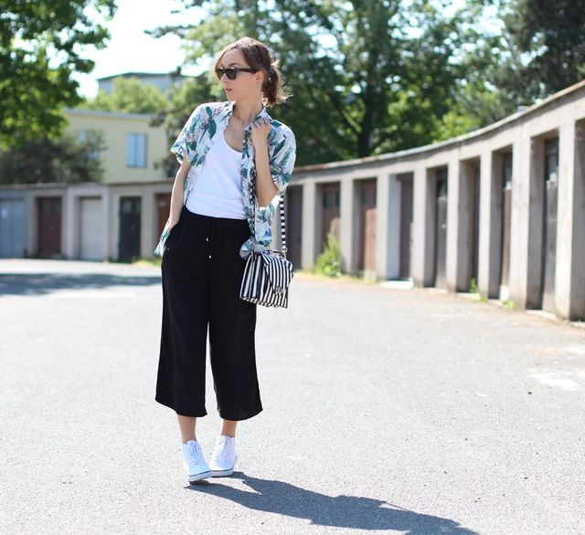 How to wear culottes pants with tennis shoes