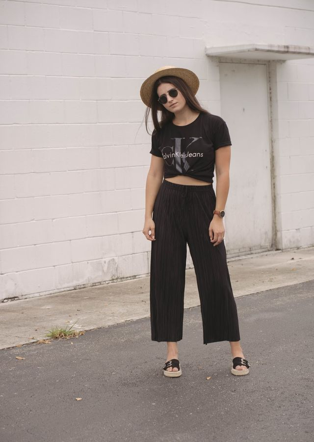 Summer outfit with black culottes