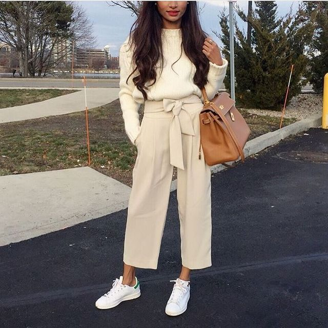 Beautiful culottes outfit with sneakers