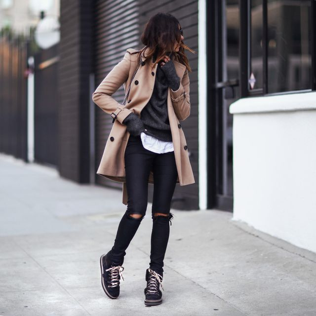 What to wear on a winter date outfit with ripped jeans and flat boots