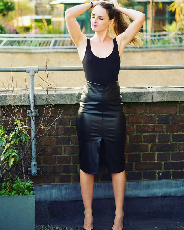 All black keather skirt outfit