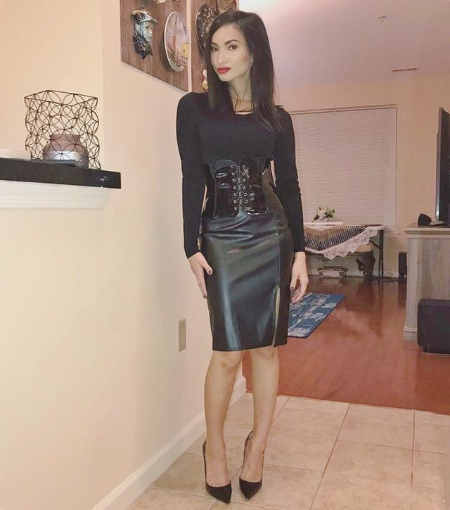 All black leather pencil skirt outfit