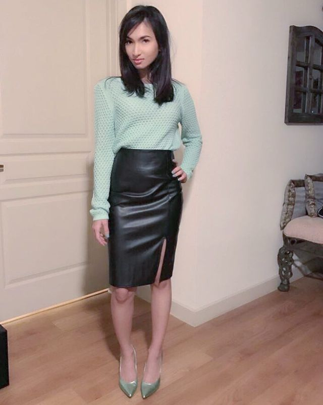 Winter black leather skirt oufit idea