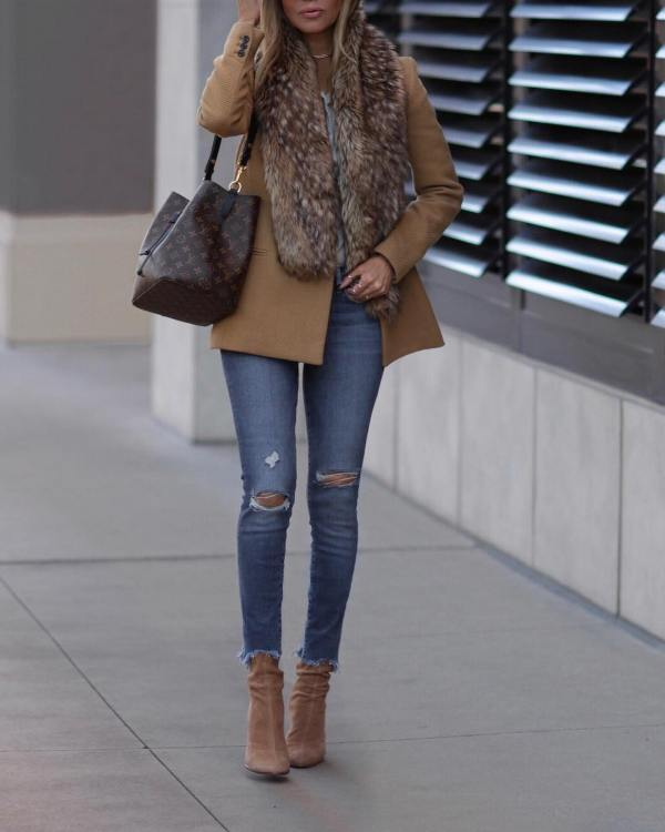 How to wear ripped skinny jeans with short boots and winter coat