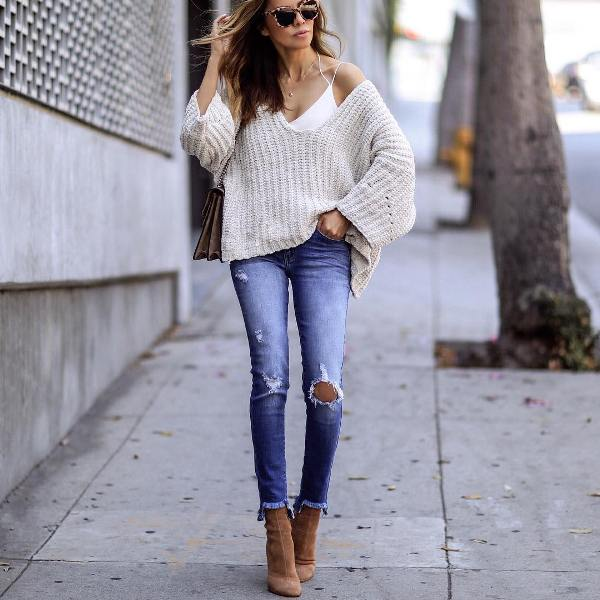 How to wear skinny jeans with high heels short boots and an oversize sweater