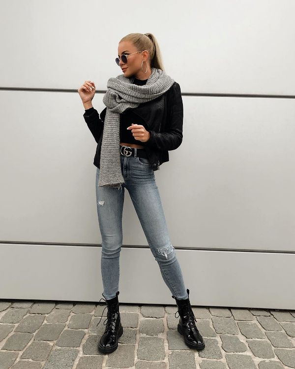 How to wear skinny jeans with flat boots and cropped blouse