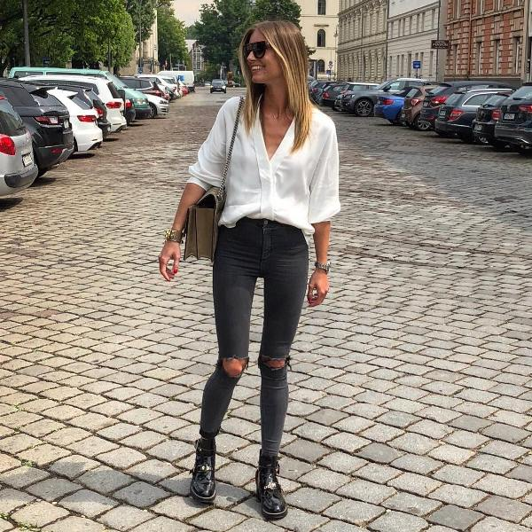 How to wear skinny jeans with short boots and a white blouse