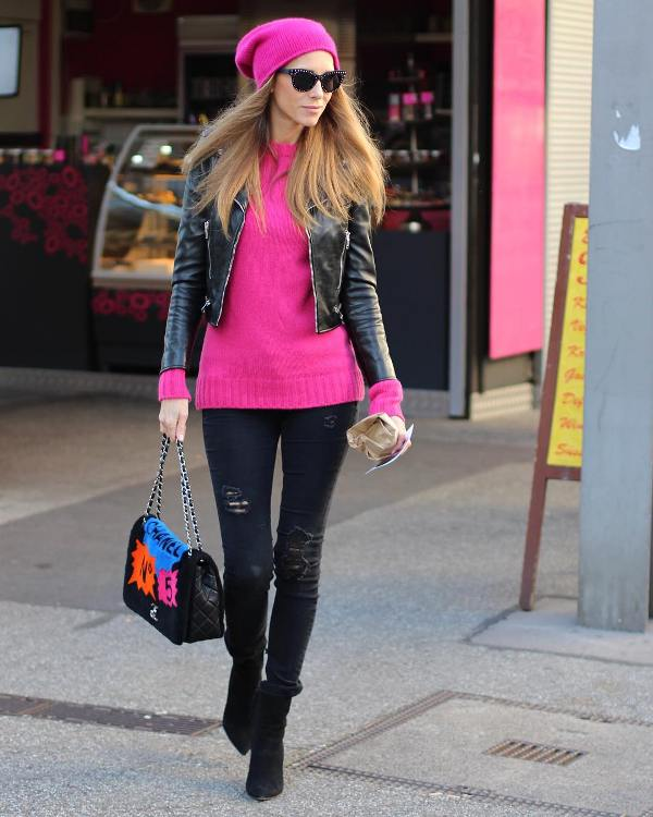 How to wear skinny jeans with short black boots and a pink sweater
