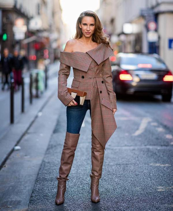 Fancy outfit with skinny jeans and boots and a beautiful coat