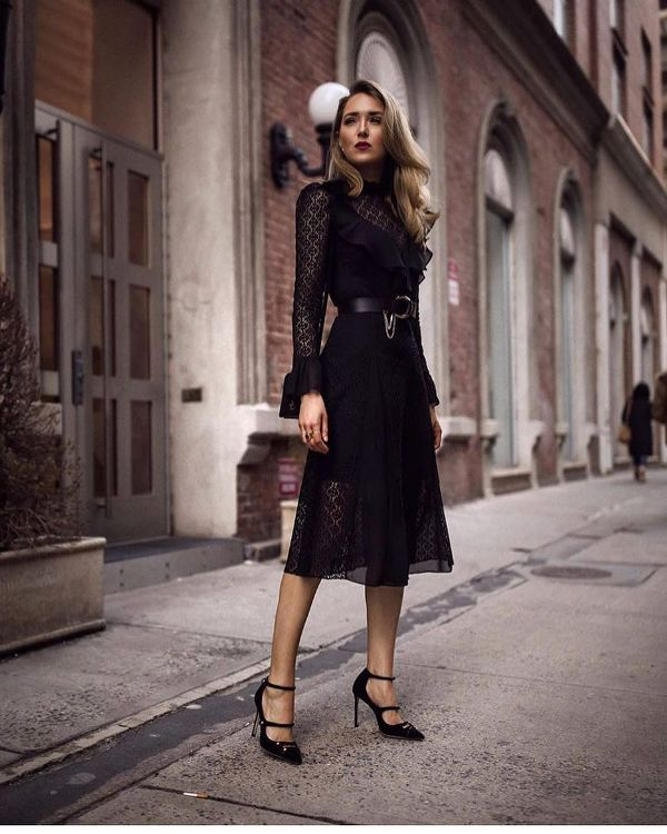 Dinne date outfit with a black dress and high heels