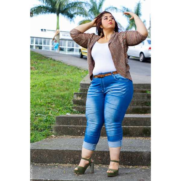 Plus Size Spring Outfit with jeans and high heels