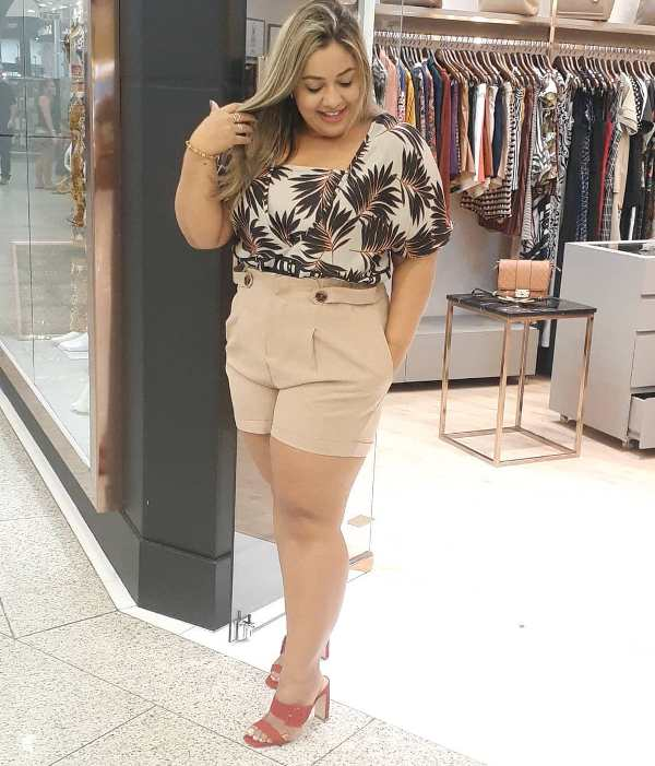 Elegant short outfit for plus size ladies