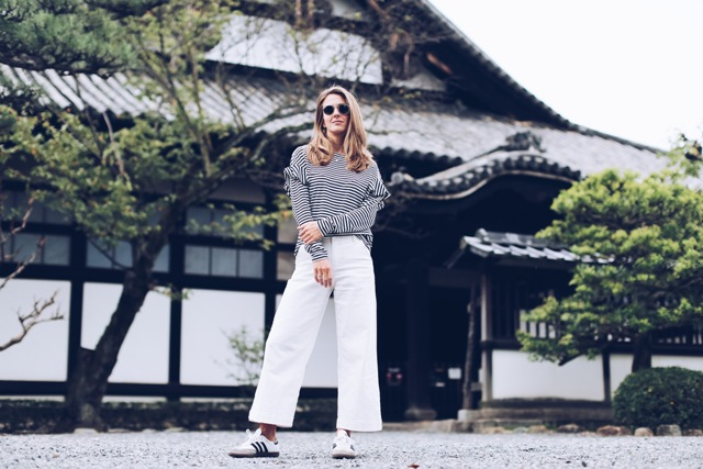 How to wear culottes with flat sneakers