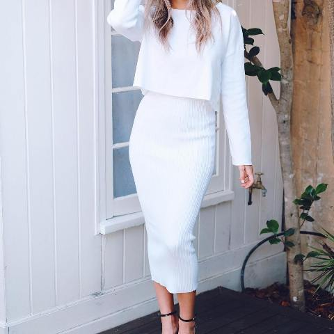 High heels white pencil skirt with a knitted skirt
