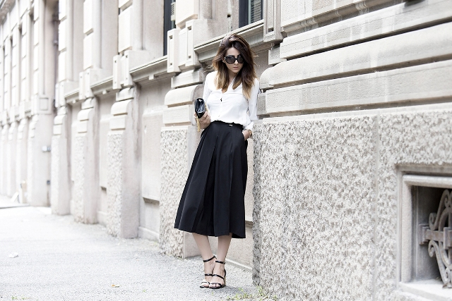 Elegant black culottes outfit